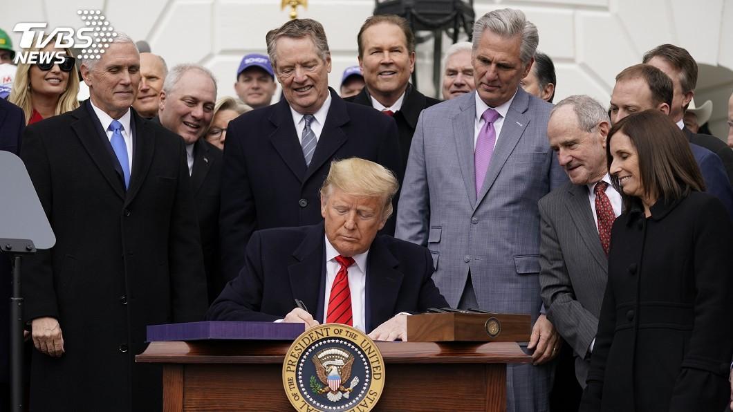圖/達志影像美聯社 等待已久! 川普簽署美墨加貿易協定成法