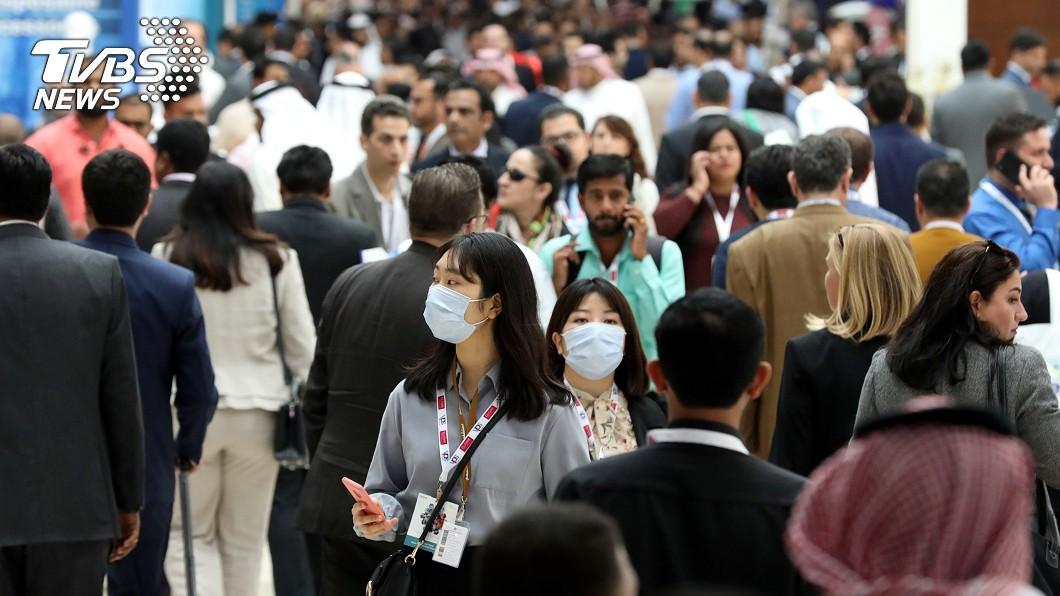 圖/達志影像路透社 歐洲人上街不戴口罩? 網友揭特殊條款「警察會盤問你」