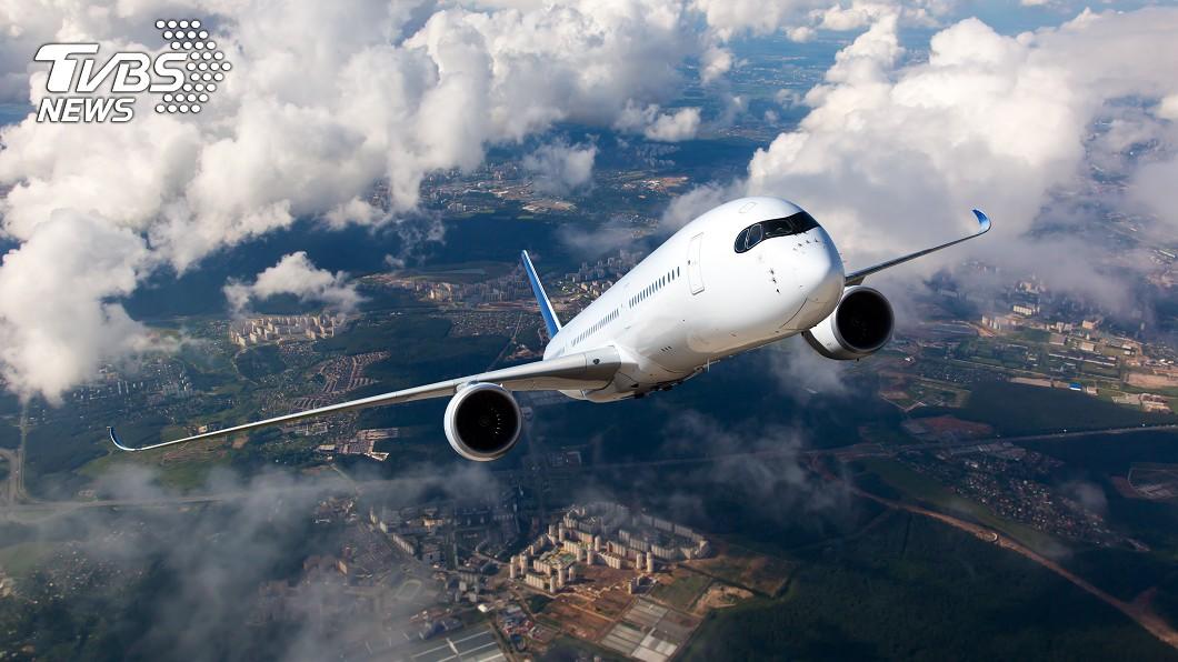 航空公司推出便宜機票,不過中途在武漢轉機 (示意圖/TVBS) 飛紐約機票不到6千超俗 武漢中轉敢買嗎?