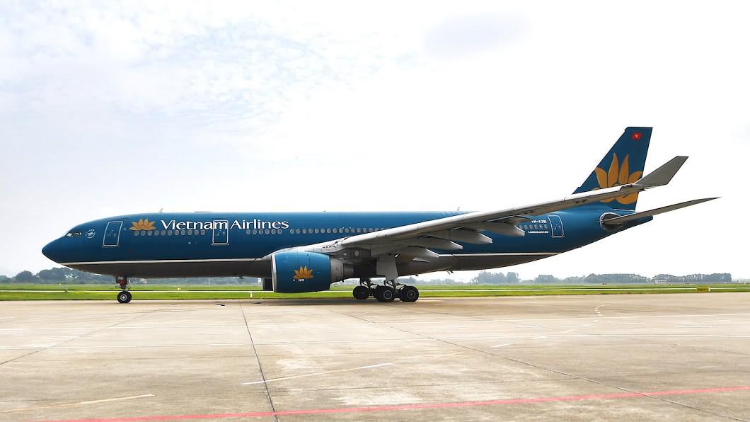 越南航空今(2日)在桃園機場出發的班次卻取消、高雄小港機場也有班機延誤。(示意圖/翻攝自越南航空臉書) 才剛解禁!飛越南多班航班取消延誤 旅客到場才知大傻眼