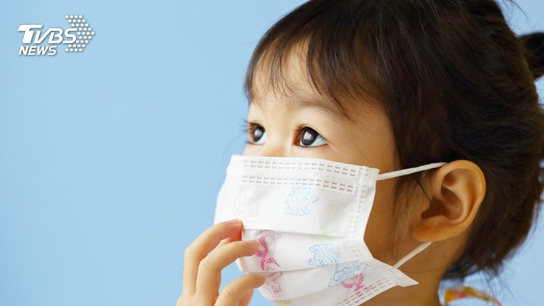 幼兒配戴口罩可能增加感染風險,應配合孩童發育階段來判斷是否配戴。(示意圖/TVBS) 日本托兒所重啟 專家:幼兒戴口罩恐增感染風險