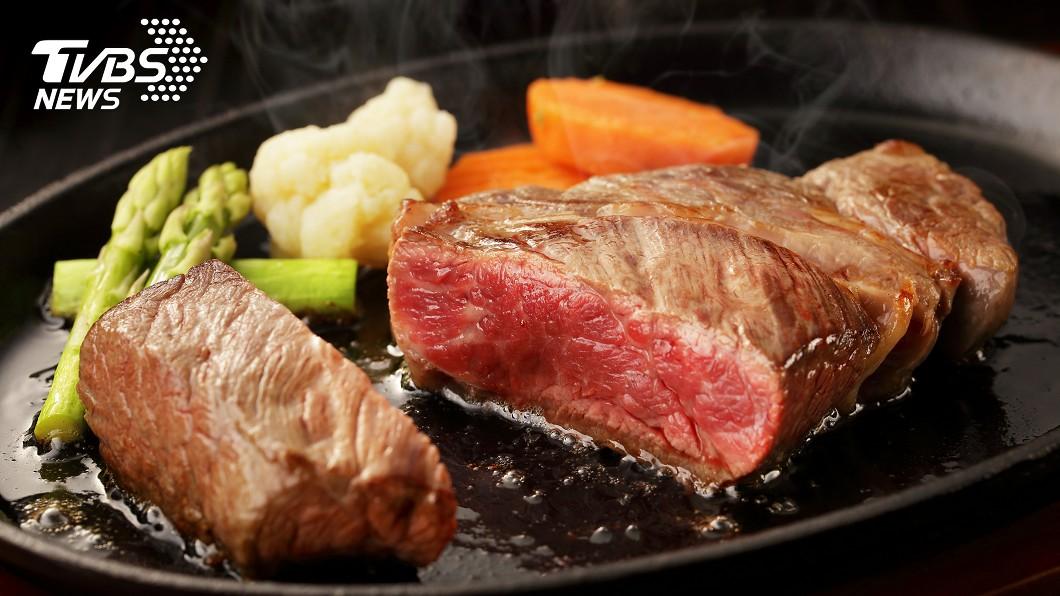 牛排的鮮嫩美味,常讓許多老饕垂涎不已。(示意圖/TVBS) 煎冷凍牛排口感柴柴的 老饕曝「神祕方」:超鮮嫩