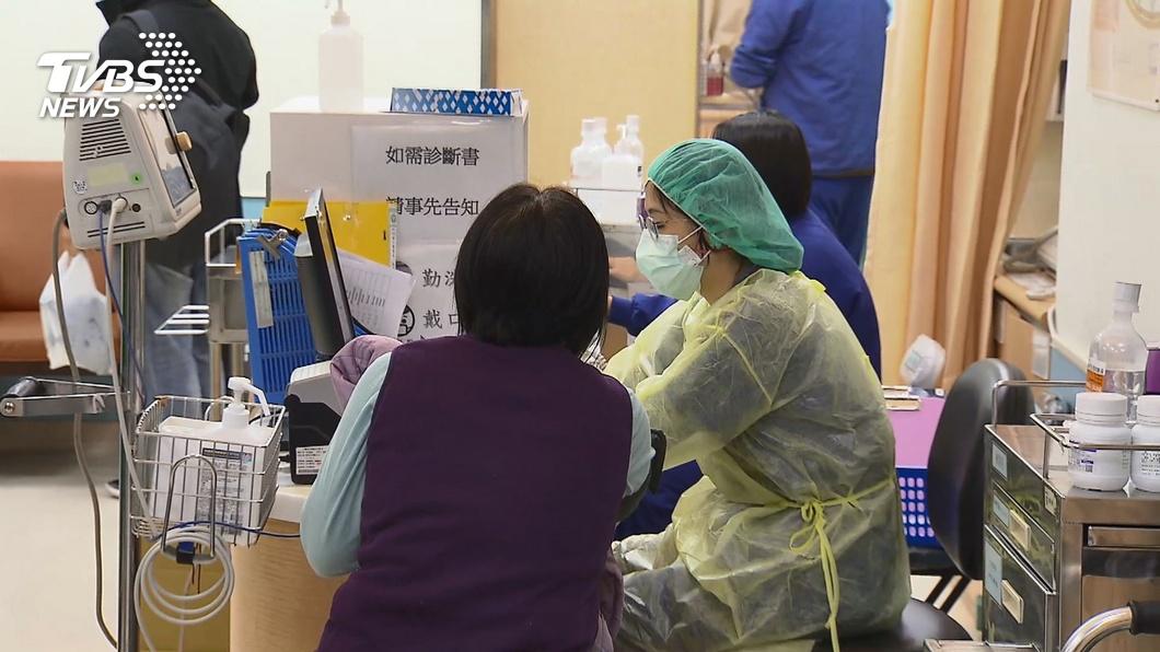 民眾前往醫院就診時,務必要詳實告知是否有大陸旅遊史,或者是否有親人從大陸返台。(示意圖/TVBS) 發燒3天才就診…逼問坦親人從陸回來 病患嗆:就說別講