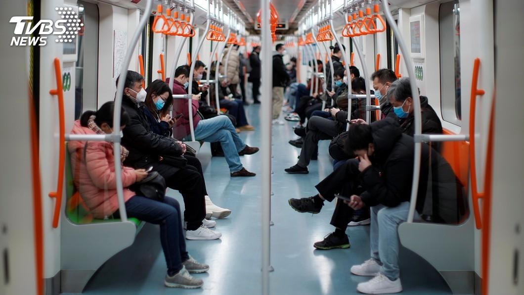 圖/達志影像路透社 上海半封城:重點地區來滬一律隔離14天
