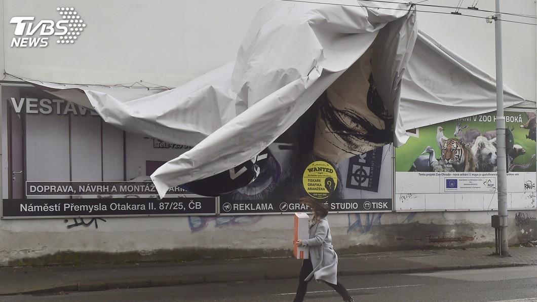 圖/達志影像美聯社 席亞拉風暴狂擊英國歐洲西北 淹水停電交通大亂