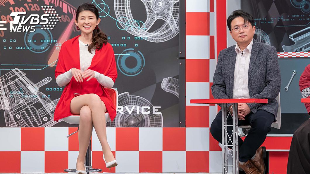 TVBS《地球黃金線》來賓江坤俊和主持人蘇宗怡。圖/TVBS 名醫江坤俊愛車曝光 過年消瘦只因這件事