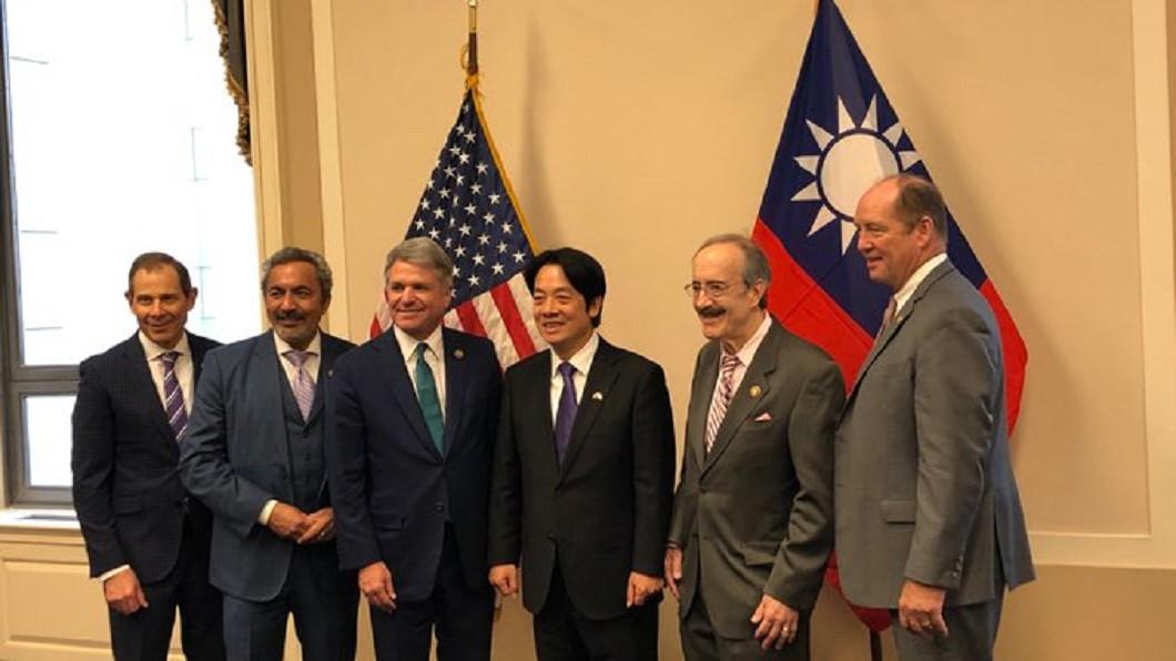 圖/翻攝自Ted Yoho推特 「台灣是美國強健夥伴」美議員曬賴清德合照 驚見此面旗