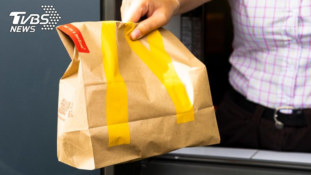 政府禁止連鎖大型餐飲業提供一次性塑膠吸管。(示意圖/TVBS) 麥當勞飲料總是漏出來? 網友揭杯蓋「隱藏好處」吵翻
