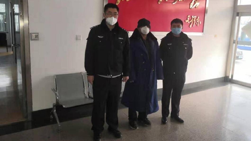 青島1名男子謊稱自己從武漢回來,遭隔離14天。(圖/翻攝自微博) 想免費蹭吃住14天 男謊稱從武漢回來被隔離遭逮關7天