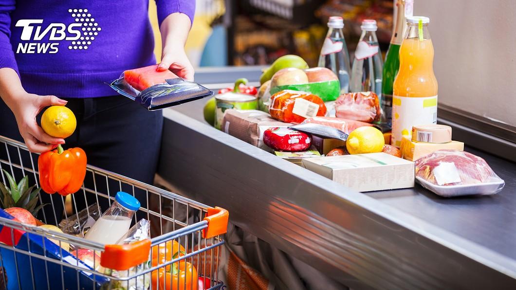 各地賣場陸續出現日常用品、生鮮食品等等被掃空的情形。(示意圖/TVBS) 搶衛生紙還不夠?超市2物也被搜刮 網驚:世界末日嗎
