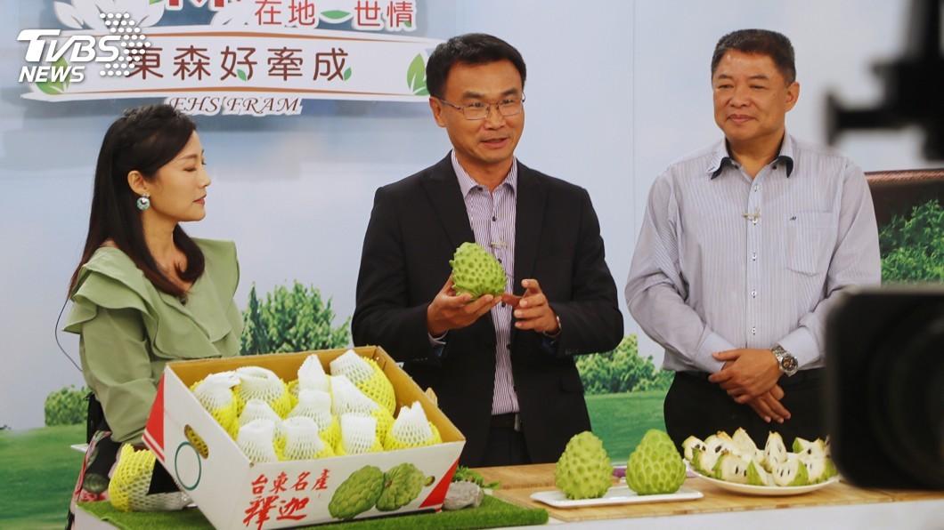 圖/中央社 陳吉仲上購物台賣鳳梨、釋迦 有信心外銷量不減