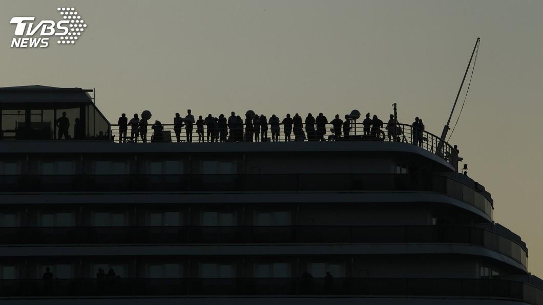 圖/達志影像美聯社 威士特丹號乘客陸續下船 檢測無人染武漢肺炎