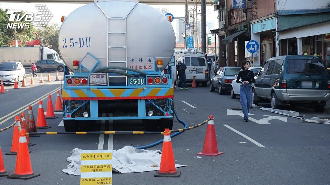 圖/中央社 內湖新明路洩油 北市要求中油更換全線油管