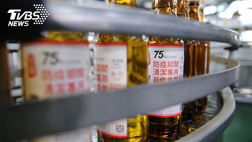 圖/中央社 買不到別慌!健保藥局本週起開賣小瓶裝防疫酒精
