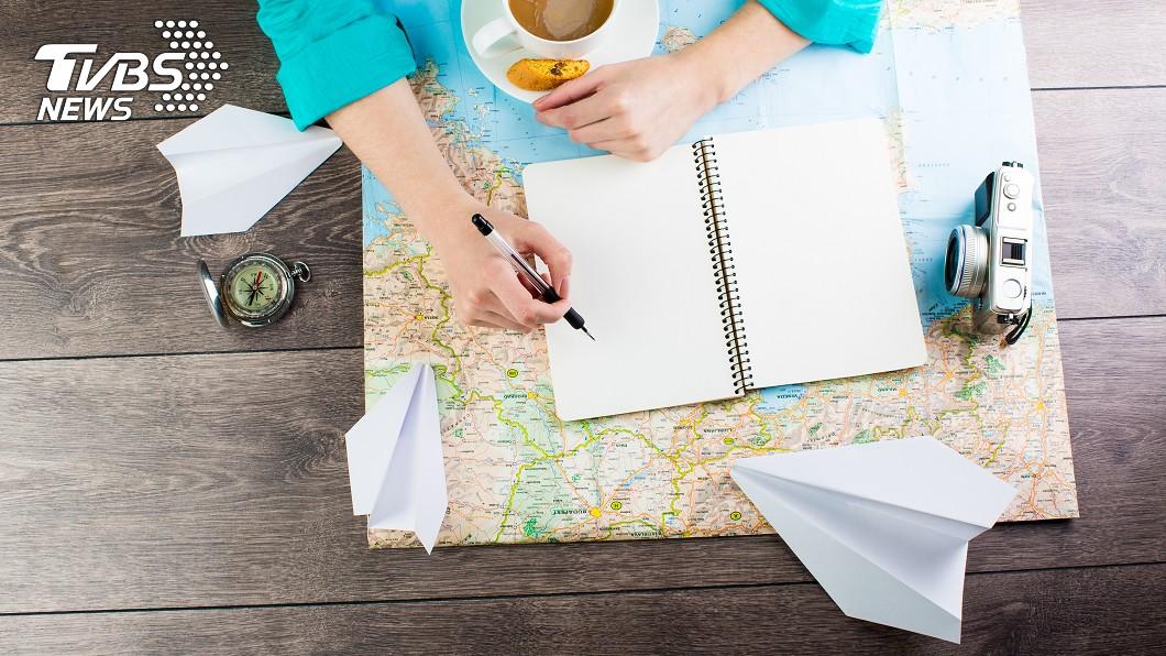 各國旅客忍痛放棄出國旅遊行程。(示意圖/TVBS) 旅客退票不成就嗆告? 律師揭「1重點」:能談就談吧