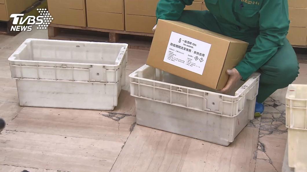 圖/TVBS 藥師工作量再增! 限發售72瓶防疫酒精