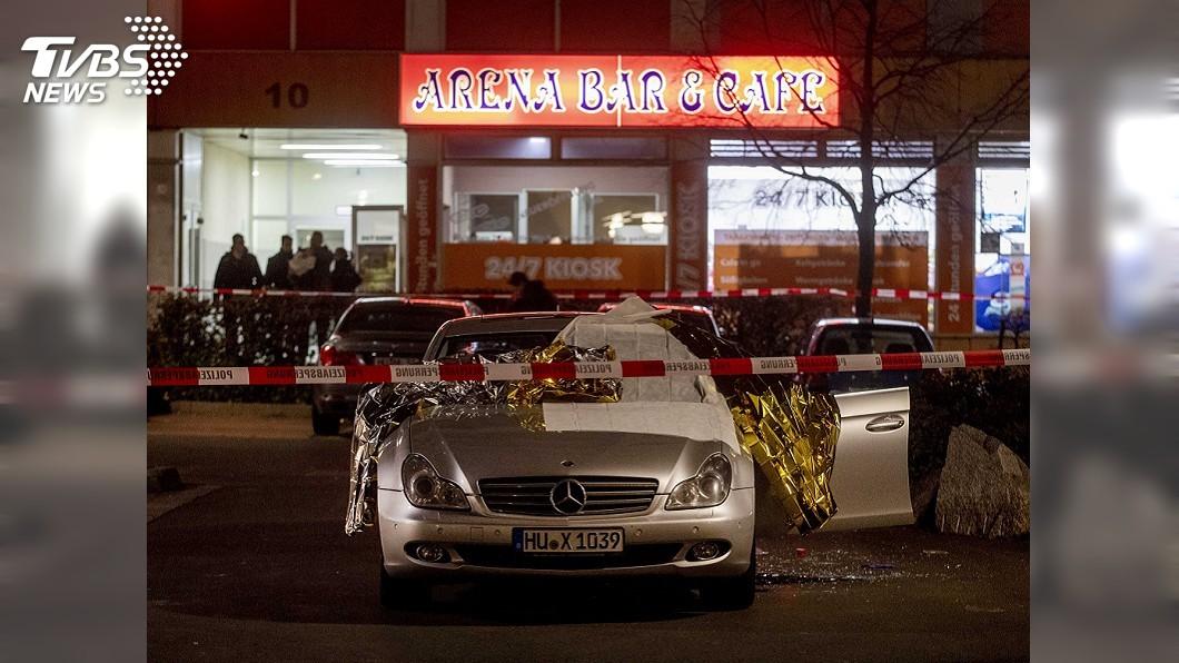 圖/達志影像美聯社 德國酒吧2起槍擊至少8人喪生 歹徒仍在逃