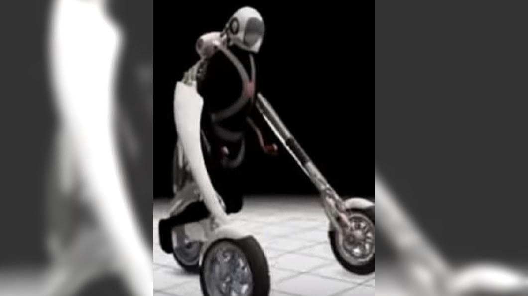 圖/翻攝自peraemail Youtube 變形三輪車機器人 可自動認路幫長者載重物