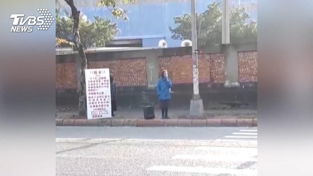 圖/TVBS 母騎車自摔亡 兩姊妹路口求畫面終獲回應
