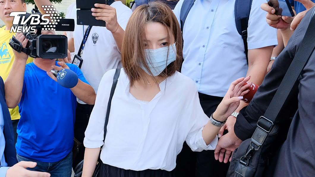前長榮航空服員郭芷嫣。(圖/TVBS) 前空姐留言遭開除興訟 長榮航律師指不可能復職