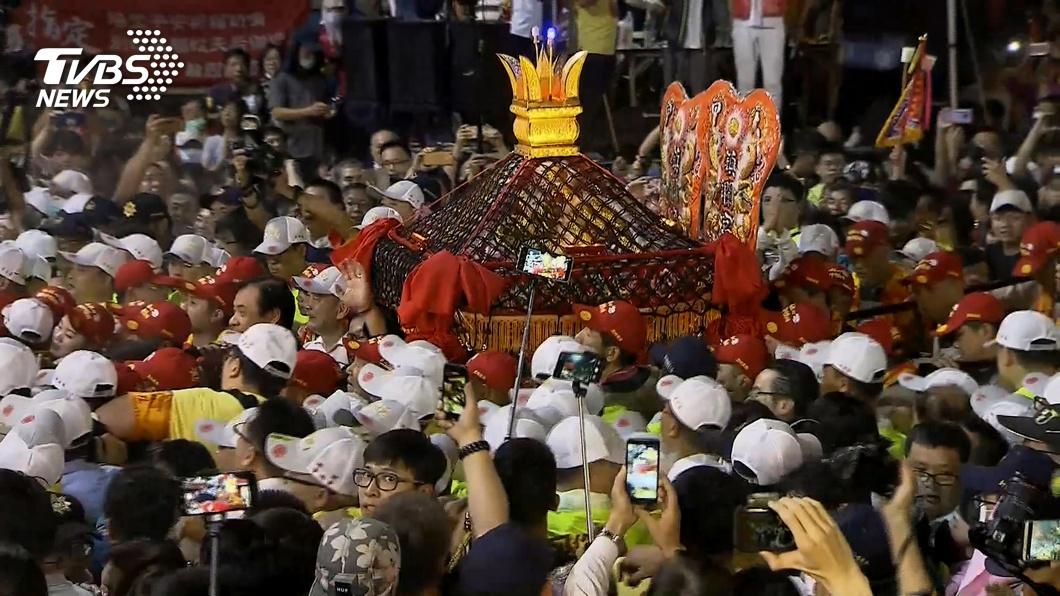 大甲媽祖遶境是每年台灣宗教界盛事。(圖/TVBS資料畫面) 恐成防疫缺口!媽祖遶境禁不禁? 陳時中回應了