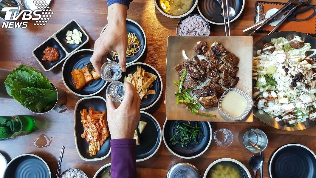 韓國用餐示意圖,與本文無關。(圖/TVBS) 韓國吃飯小心這禁忌!小禎聽完驚呆「一堆女孩都有做」