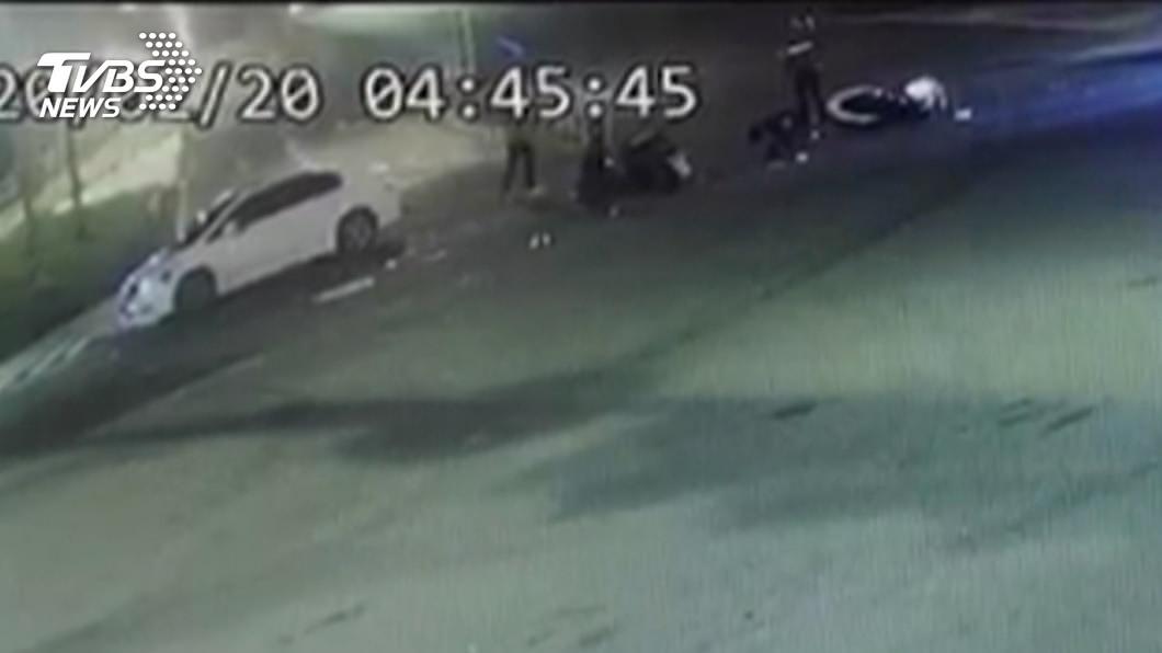 (圖/TVBS資料畫面) 男子無照駕駛闖紅燈 撞死女騎士找友人頂替
