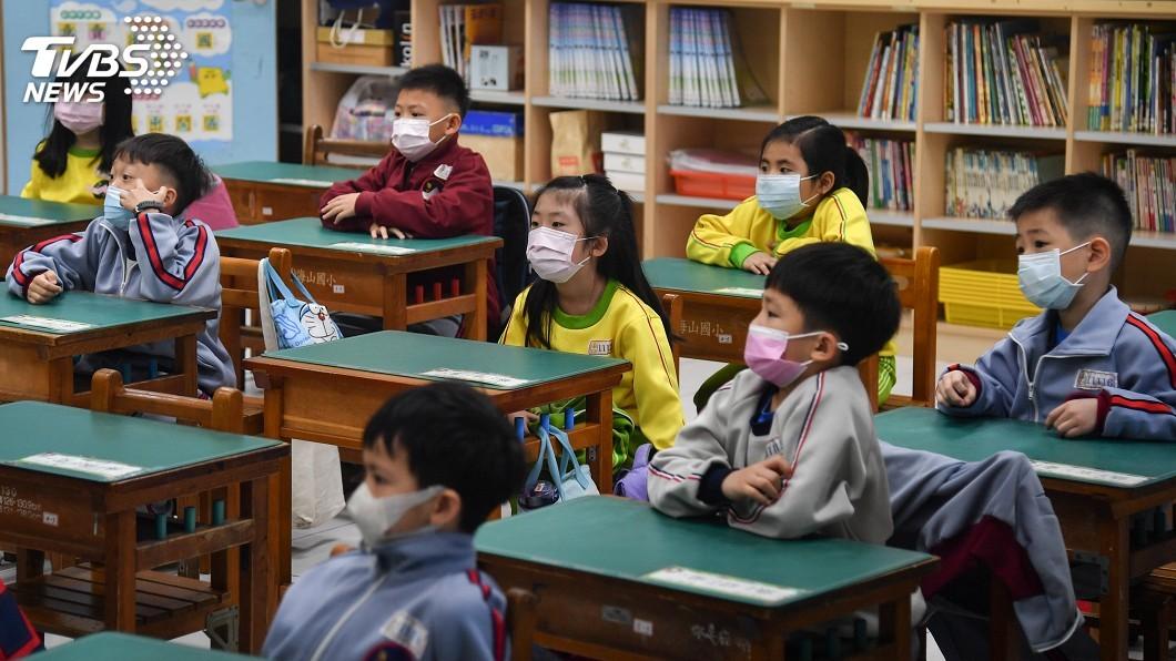 圖/中央社 幼兒園防疫 量體溫看喉嚨管制家長入校園
