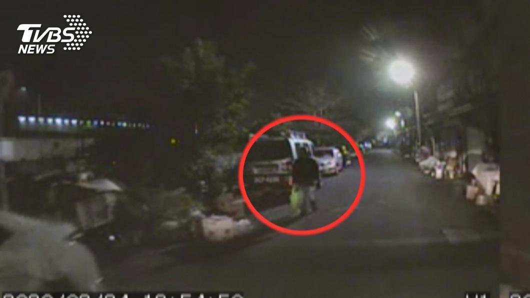 圖/TVBS 7旬父持刀砍傷兒 燒車自焚前最後身影