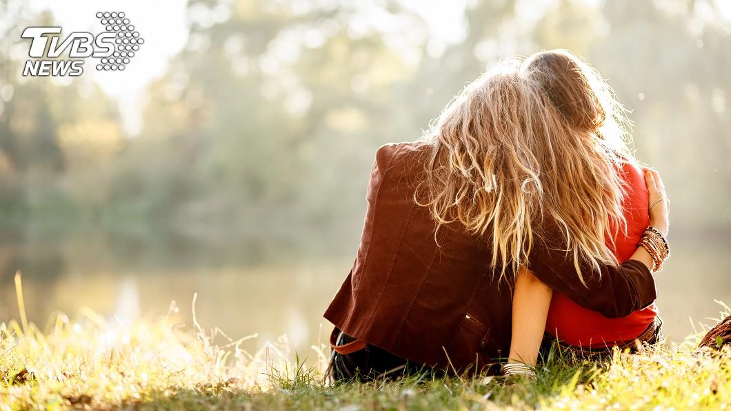 真的是知心的好朋友。(示意圖/TVBS) 親妹妹逝世6年…姊姊突收「1訊息」淚崩:真的很幸福