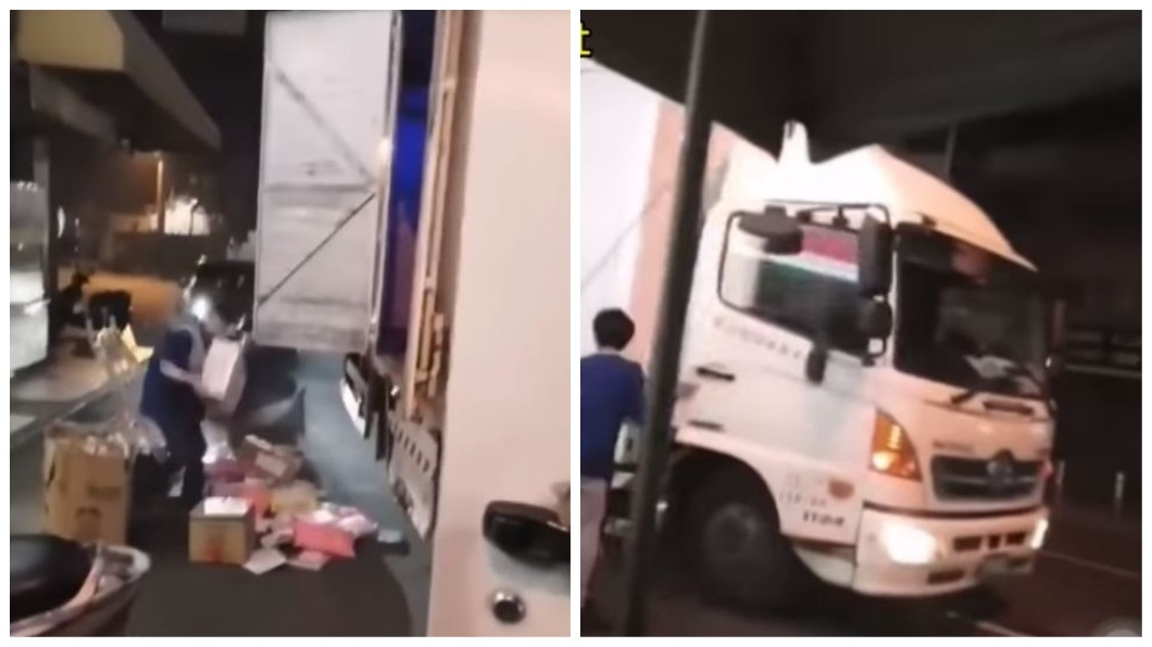 有民眾目擊貨運司機全把物品往外扔丟,女店員只能在一旁撿拾。(圖/翻攝自YouTube) 女店員堅持監視器下點貨 司機不爽大罵還怒丟貨物下車
