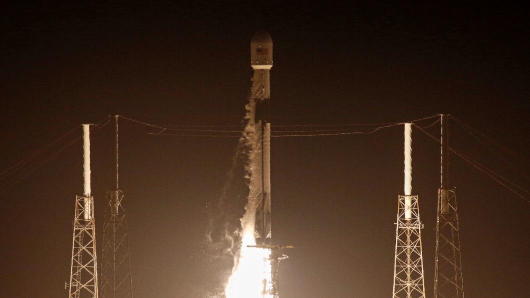 圖/達志影像路透 浪漫星空「煞風景」 人造衛星列車干擾天文