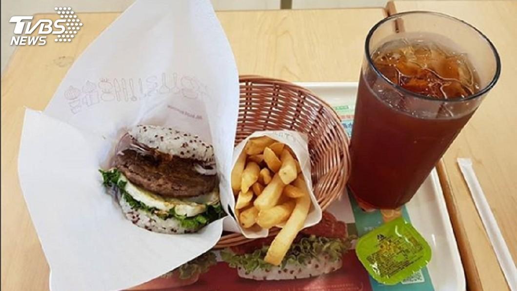 不少民眾愛吃摩斯漢堡的餐點。(示意圖/TVBS) 摩斯比其他速食店貴又份量少?網點出關鍵:真的完勝