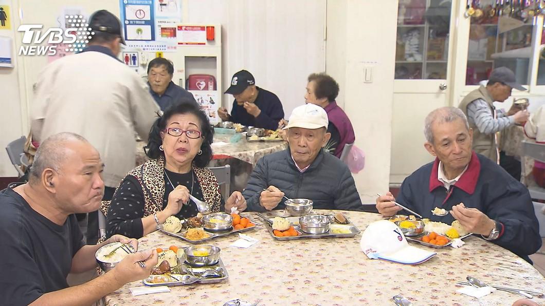 民眾都有在外面用餐的經驗。(示意圖/TVBS) 擤完鼻涕紙巾丟碗盤內 客人「暖舉」店家嫌髒:碗盤全扔