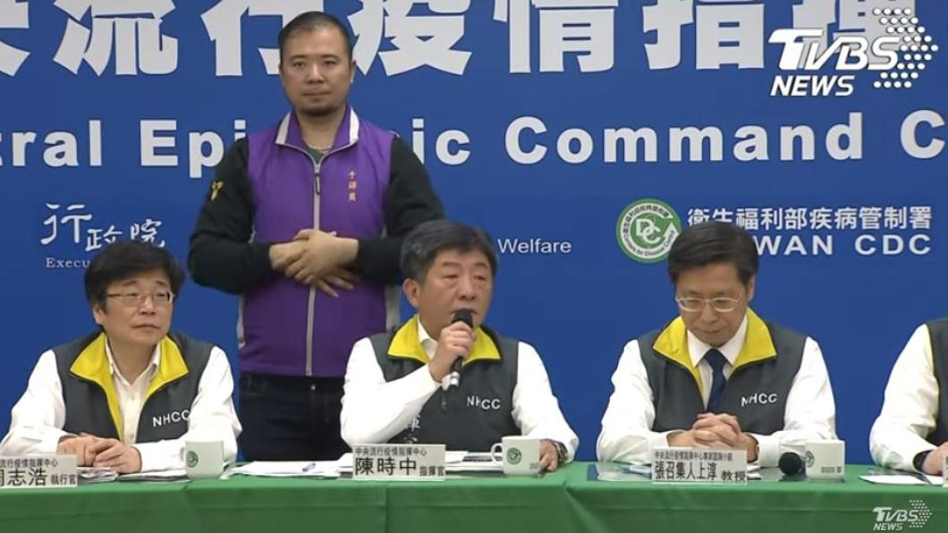 (中央疫情指揮中心3月1日說明記者會。圖/TVBS) 爆院內感染全民要戴了?陳時中強調:口罩政策不變