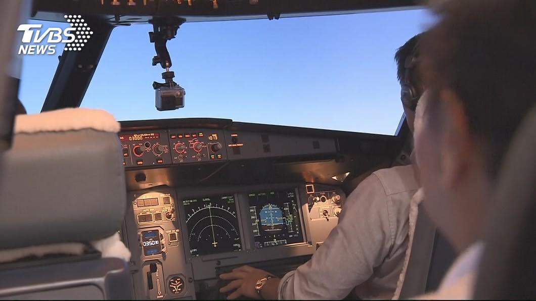 正副機長在執行飛行勤務時,通常不會點同一份餐點來食用。(示意圖/TVBS) 不成文規定!正副機長禁吃同款餐點 關鍵原因曝光