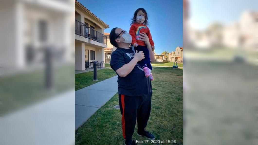 屋辛斯基和女兒 (圖/翻攝自gofundme) 美國父女隔離2周 收到「天價帳單」傻眼:以為政府會出