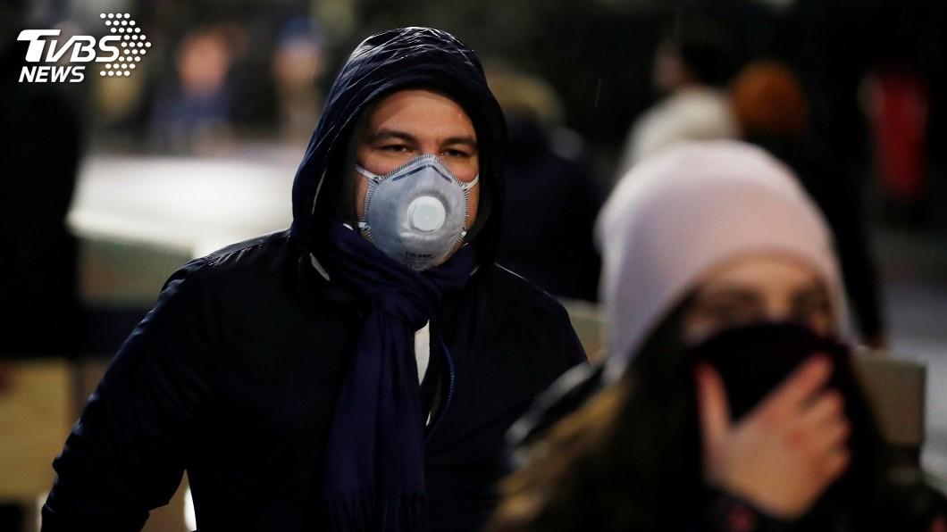 英國擬採取放任民眾染病、繼而普遍取得免疫的防疫政策。(示意圖/達志影像路透社) 英大膽防疫策略 讓6成人口染病以達群體免疫