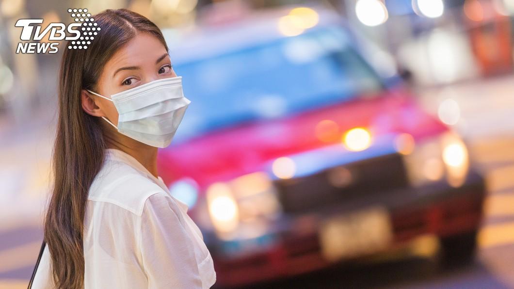 新冠肺炎(COVID-19)疫情延燒。(示意圖/TVBS) 狂打噴嚏!過敏女戴口罩出門遭大媽酸…無奈:錯了嗎