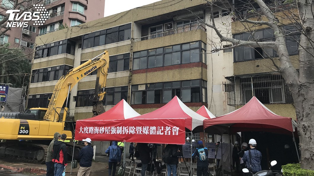 圖/中央社 大度路海砂屋住戶整合不易 北市府強拆首例