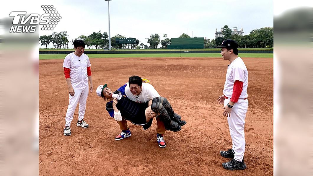 圖/TVBS 《食尚玩家》主持群挑戰「愛的迫降」不成變「愛的擱淺」