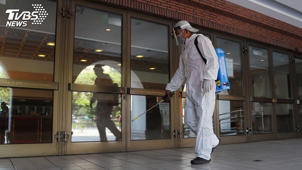 圖/中央社 國家兩廳院防疫消毒 預計9日恢復正常營運