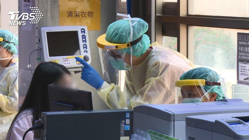 衛福部今天宣布,7月1日起醫事人員出國禁令將解除。(圖/TVBS) 醫事人員出國禁令7月解禁 重返崗位前須採檢