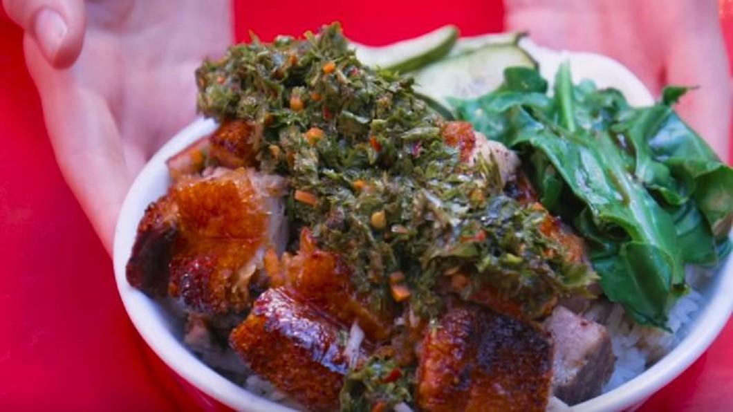 圖/翻攝自 Food Insider YouTube 洛杉磯超夯港式料理店 獨特美味燒肉引客