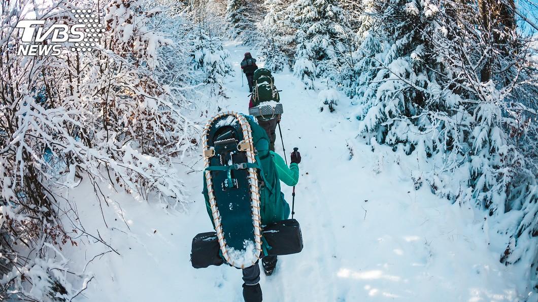 許多登山愛好者會結伴一起攀登山岳。(示意圖/TVBS) 女登山遇雪崩失蹤 31年後被尋獲遺體「宛如木乃伊」