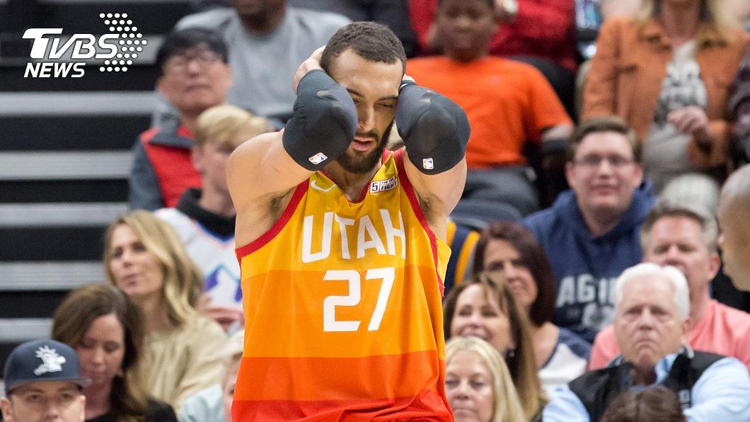 爵士隊中鋒戈貝爾成NBA首名確診新冠肺炎的球員。(圖/達志影像路透社) 小球迷爽獲戈貝爾簽名 7天後確診新冠肺炎