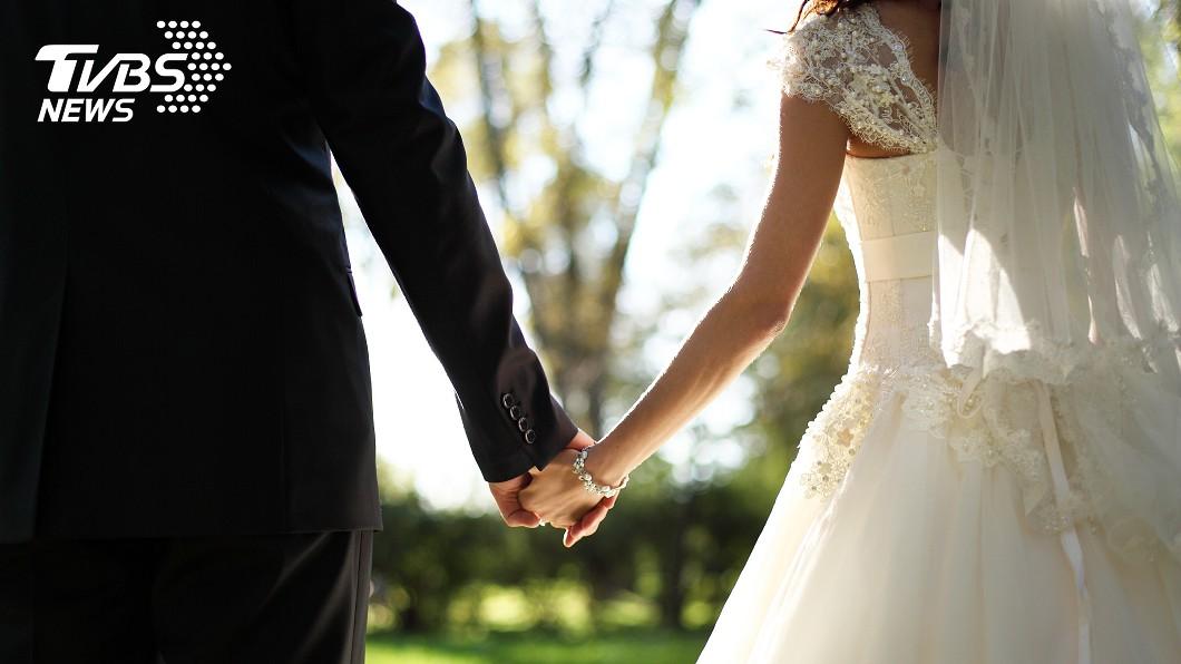 每個女孩都期待自己的婚禮是會場上那個最耀眼的女主角。(示意圖/TVBS) 煩惱親友因疫情缺席婚禮 準新娘嗆:不來就去死