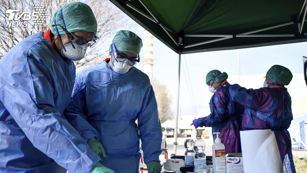 圖/達志影像美聯社 北義醫療告急 醫師坦言自己染疫恐也無法救