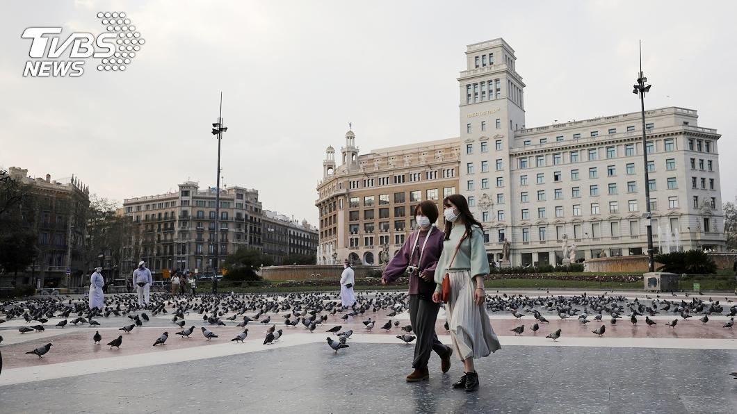 新冠肺炎疫情肆虐歐洲,台灣有3確診案例為西班牙留學生。(示意圖,非當事人。圖/達志影像路透社) 西班牙返台留學生「同系3確診」 指揮中心急採37人