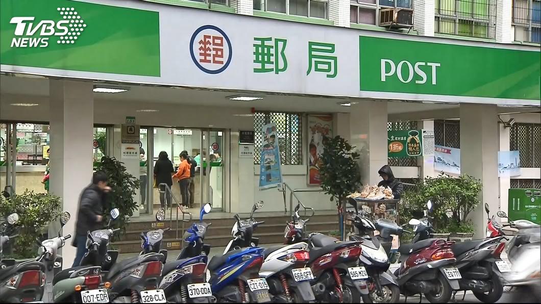 中秋連假期間,中華郵政快捷郵件可照常投遞。(圖/TVBS) 中秋連假期間 中華郵政快捷郵件照常投遞